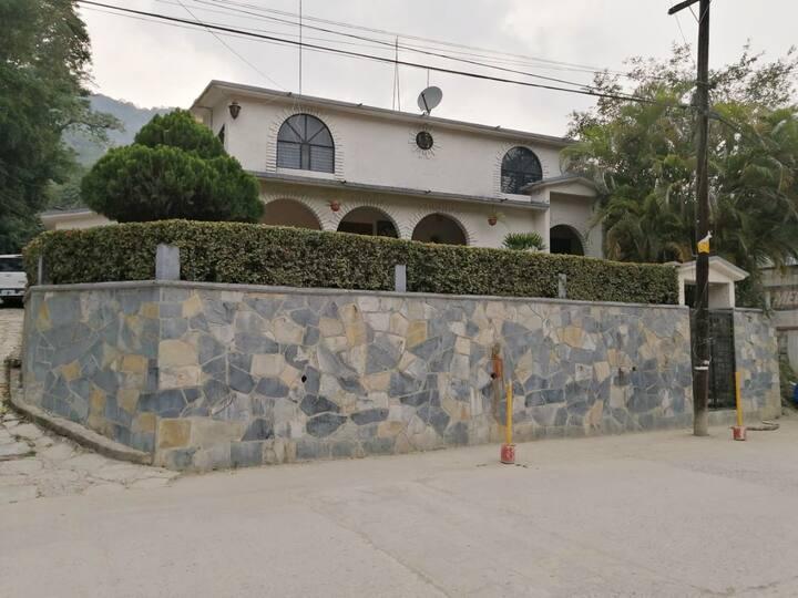 """Casa """"Los Arcos"""" en Aquismón"""