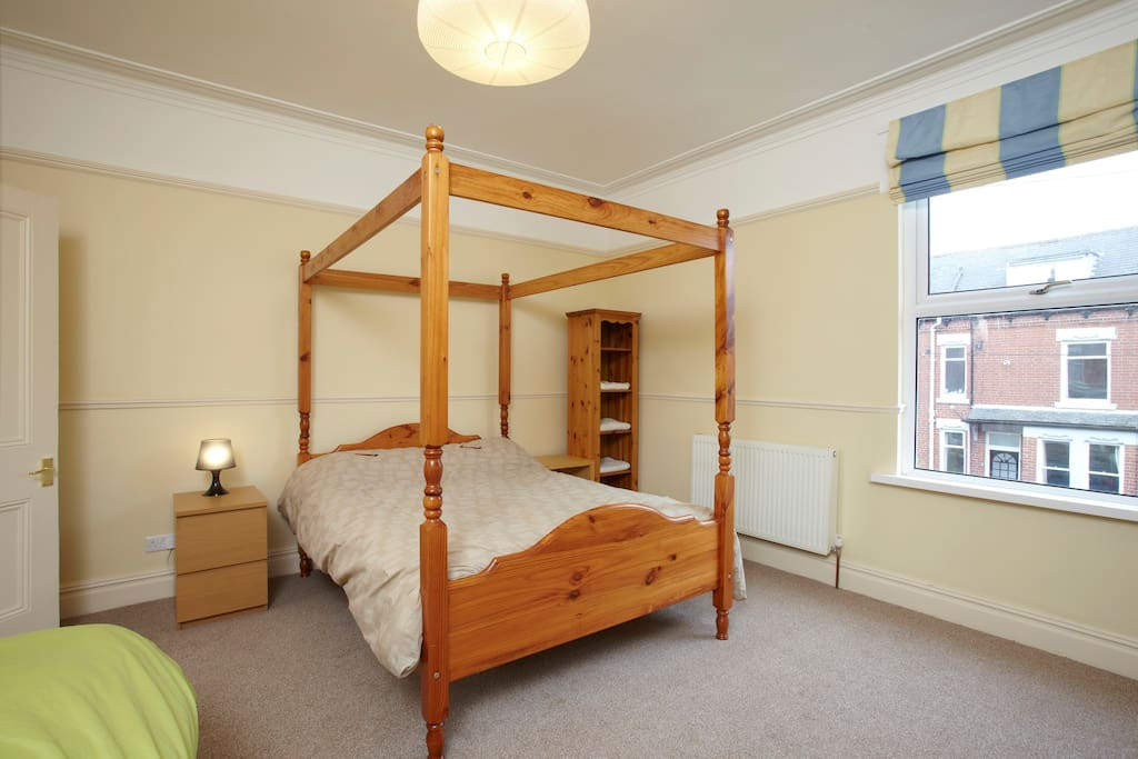 Second bedroom with four-poster double bed - now with added drapes/curtains