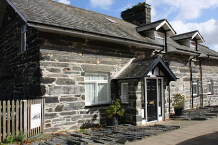 5 star ground floor apartment on the harbourside - Porthmadog