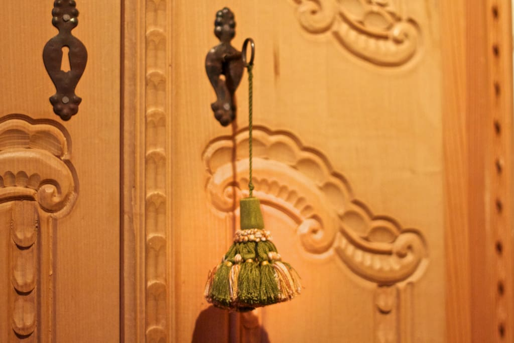 mit Liebe zum Detail ausgewählte Möbel, die meine bayerischen Wurzeln erkennen lassen
