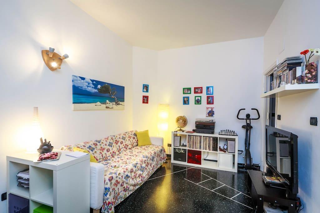 Living room with sofa bed. Soggiorno con divano/letto