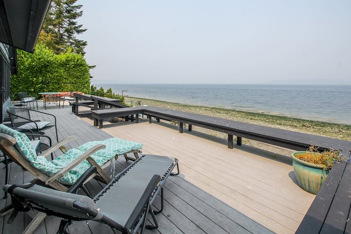 Stunning waterfront home w/ large deck, & gas grill!