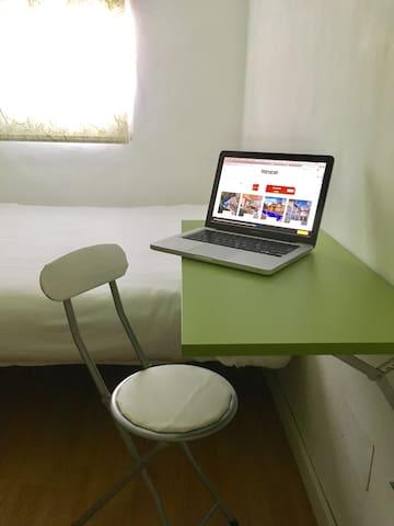 Work with your computer or fold it down - Mesa para trabajar con tu ordenador