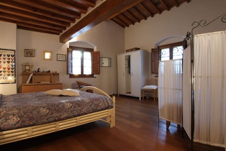 Una camera al B&B Podere Sanripoli - Montespertoli - Bed & Breakfast