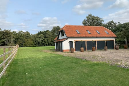 2 bedroom Private cottage in fields and woodlands