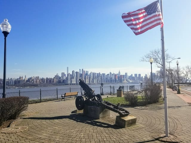 Take a short 5 min walk from the apt to take in breathtaking views of NYC from the NJ side.