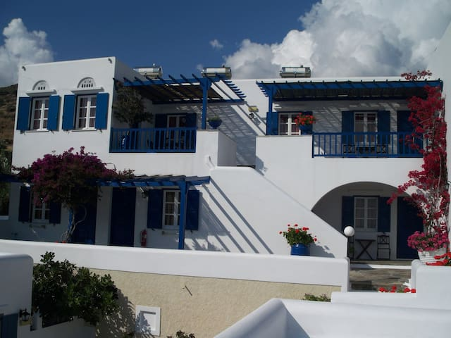 Bungalows  Galini - Kionia  Tinos - Kionia - Bed & Breakfast