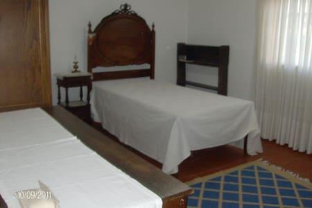 arrendar quarto Guimarães, Portugal - กุยมาร์เรซ - ที่พักพร้อมอาหารเช้า