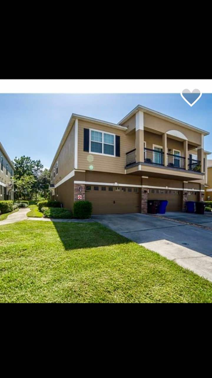 Charming 3Bed,3bath, with balcony.