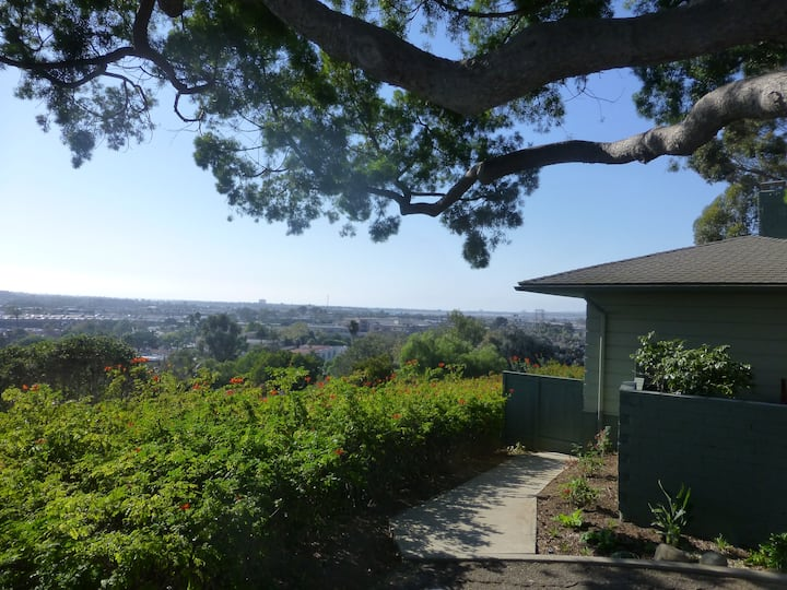 GREAT LOCATION above Old Town; garden patio, views