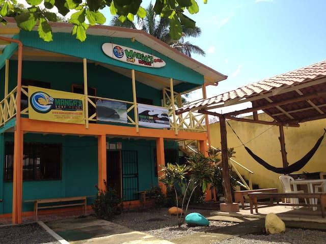 Manga´s Surf House Hostel - Dorm#2 - Jaco - Internat