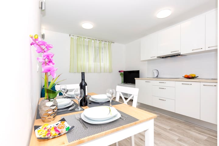 Nice new apartment near city center and sea
