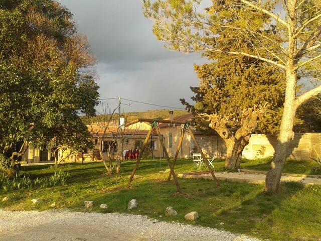 le pré en bulles gîte au milieu des vignes - Euzet - Rumah