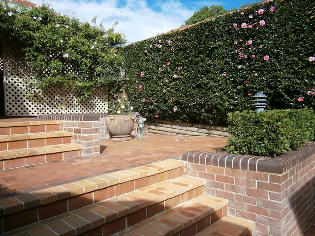 Charming character relax and unwind - Epping - Huis
