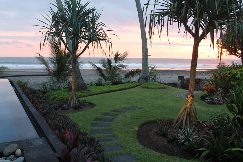 Direct access to beach for morning and evening walks