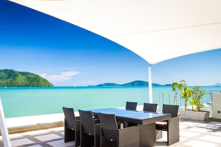 Beach front villa in Rawai - Phuket - House