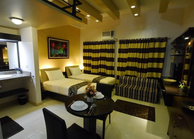Carnation at New Manila Suites-A Full Service BnB - Quezon - Bed & Breakfast