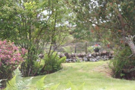 Glen escapes. Beautiful scenery - Comrie - House