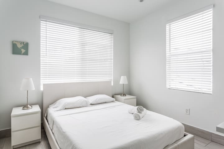 Designer Two Bedroom w/Kitchen in the Heart of South Beach - Sleeps (6)   No Cleaning Fee - P