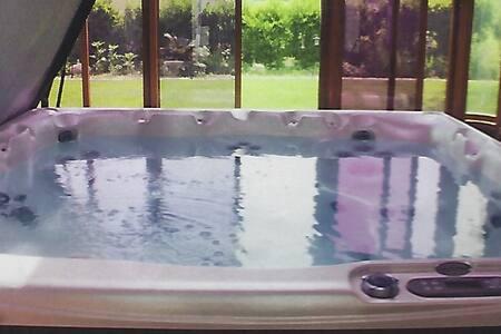 Large Wellington Getaway with hot tub - Prince Edward - 独立屋