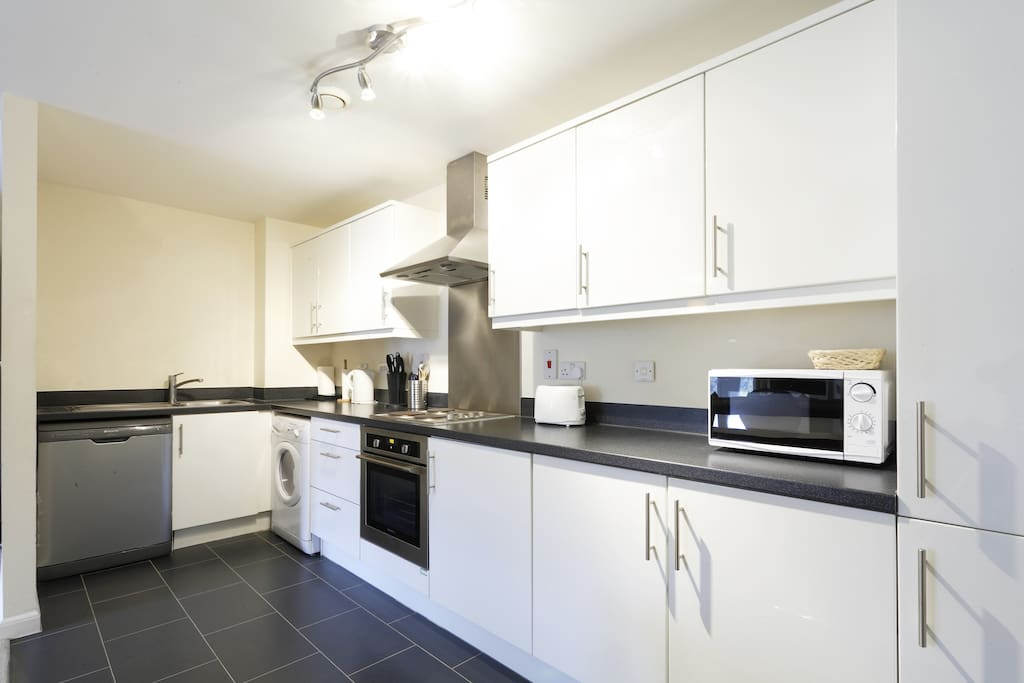 Apartment 3 Full Equipped Kitchen, Dishwasher, Washer/Dryer, Fridge/Freezer & Microwave