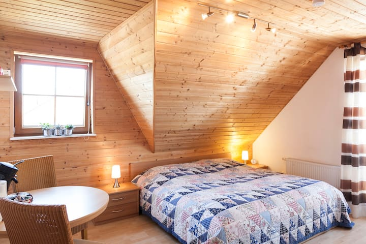 Bed & Breakfast with bathroom for 1-6 guests - Erkelenz - House