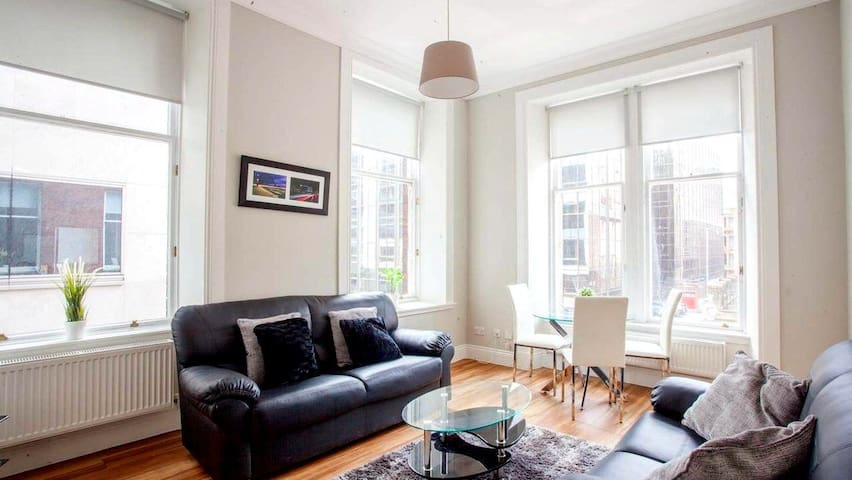 Bright 3 Bedroom Apartment in City Centre