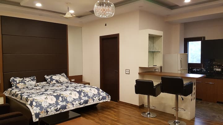 Stylish pvt studio apt with terrace + office cabin