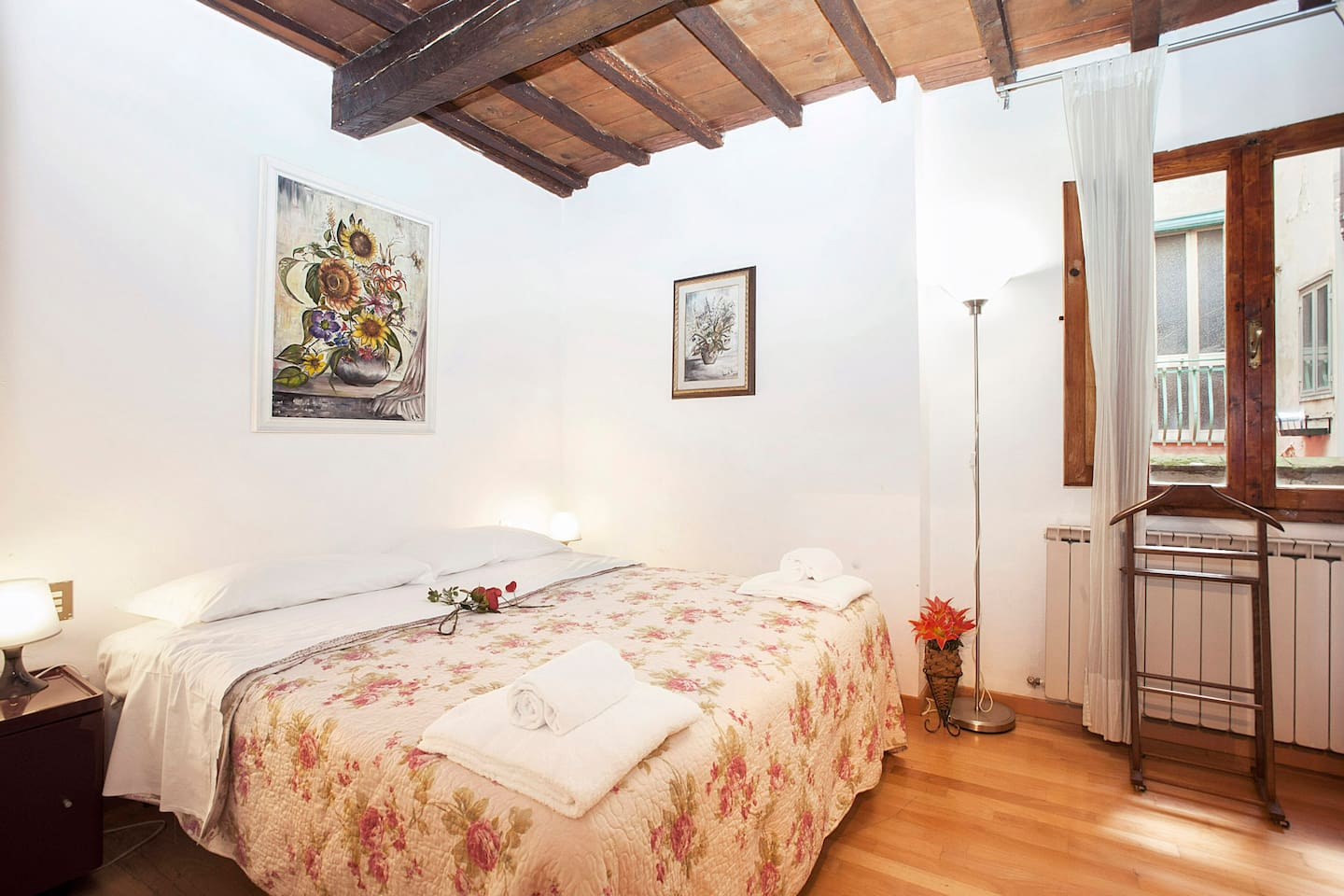 4 Guests Beautiful apartment a short stroll from Florence central station and close to Piazza Santa Maria Novella.