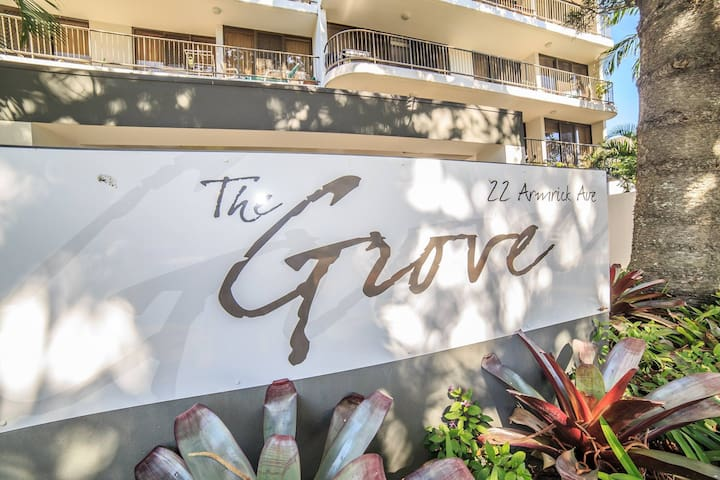 Ground Floor, Spacious & Modern Broadbeach Unit - Broadbeach - Apartment