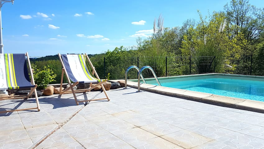 Villa with private pool, tranquil environments