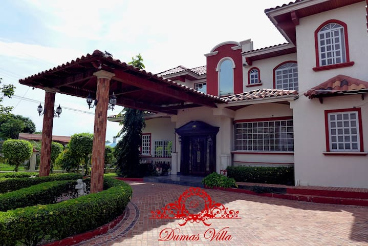 Dumas Villa - Deluxe Queen Room