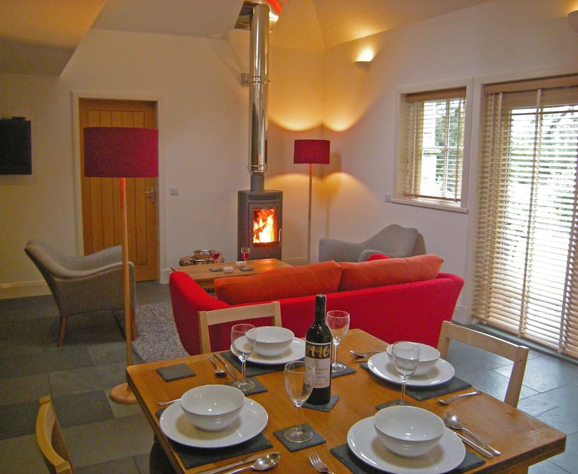 Now you can step into a warm, chic interior: underfloor heating, wood burning stove, Sky TV and WiFi