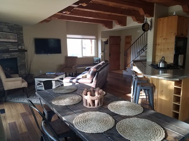 4bdrm discounted/Mtn. views/trails 1 block Manitou