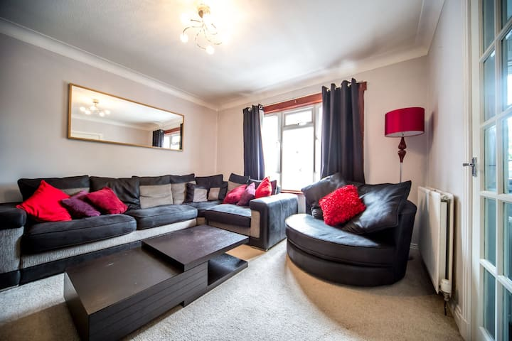 Cosy 1 Bed Apartment Near Murrayfield