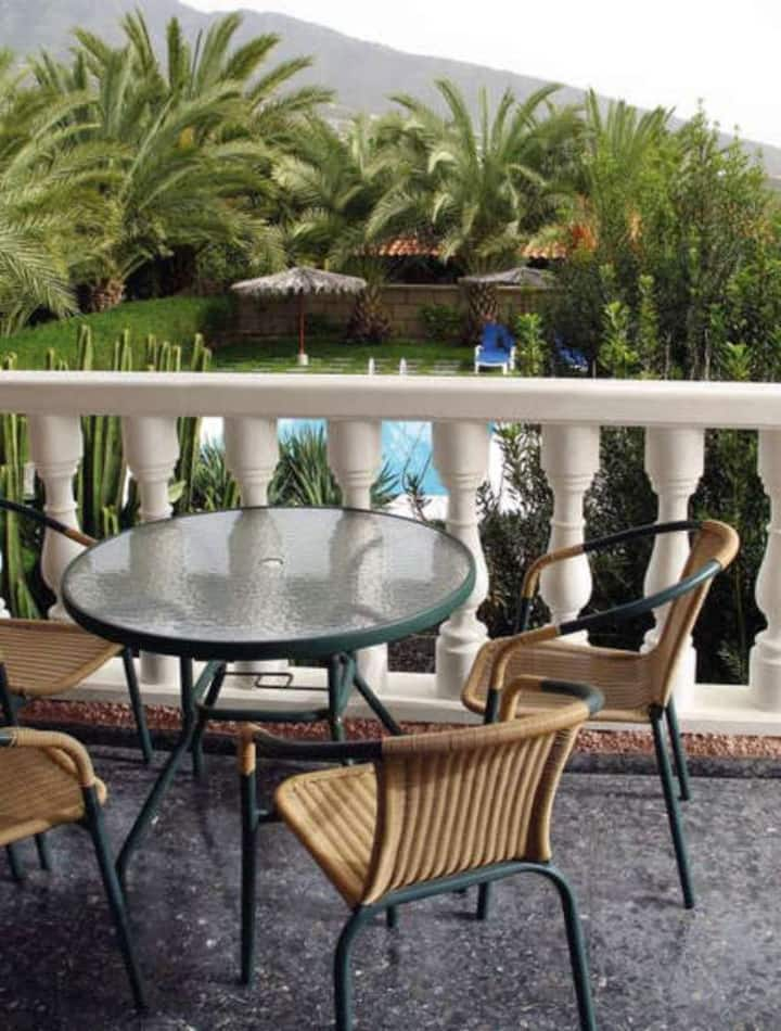 Private pool, BBQ & wifi house in Tenerife South