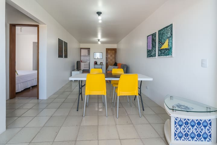 Super well Located Apartment w/ WiFi and Parking