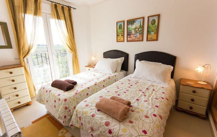 the 2 nd bedroom