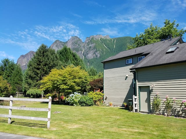 North Bend Home in Quiet Neighborhood with a View