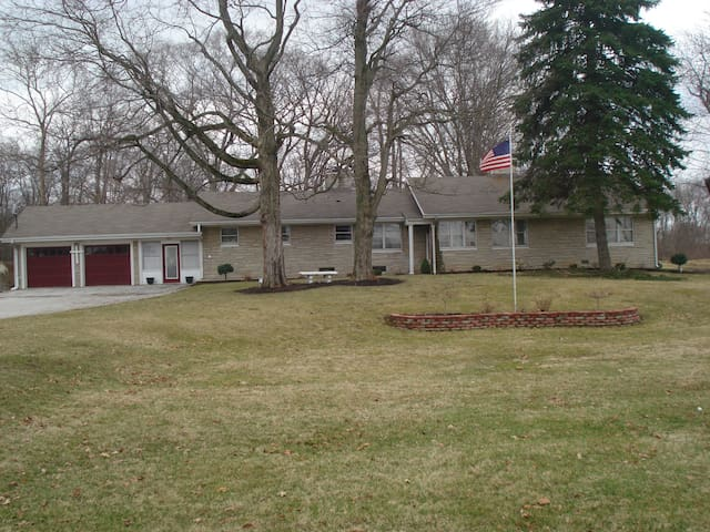 BEAUTIFUL LARGE HOUSE in State Park Like Setting - Indianapolis - House