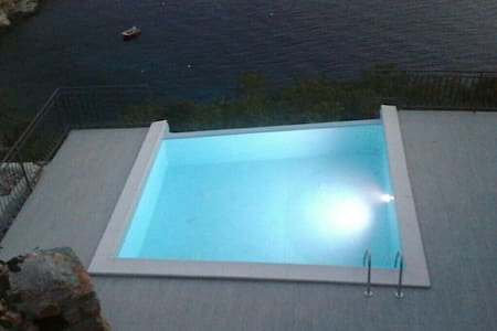 Apartment with gallery on beach with swimming pool - Starigrad