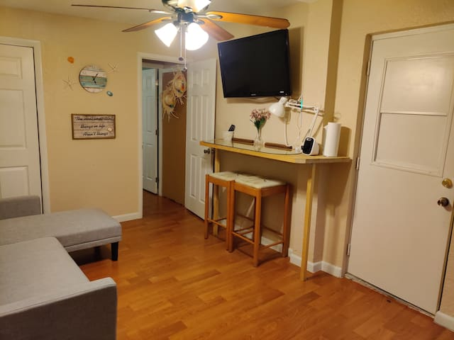 Private, clean, and comfortable in-law suite wpb!!