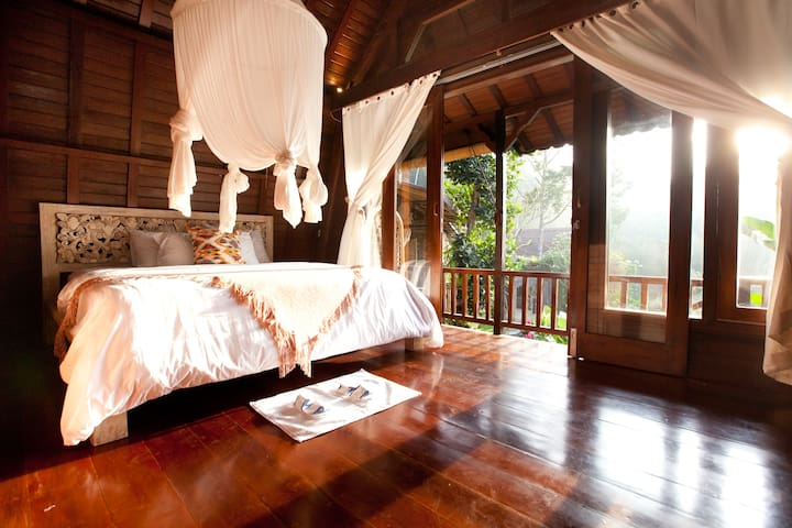 the master bedroom with sunrise view over the east side