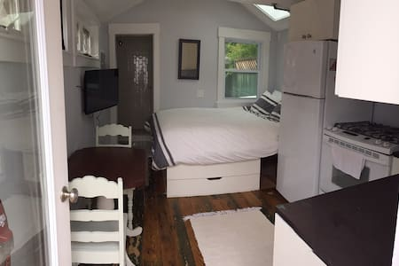 Free standing cottage in west end - Provincetown