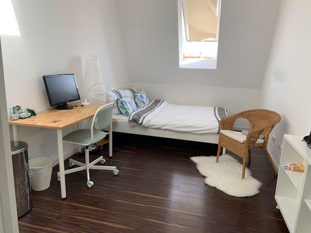 Private modern bedroom close to Kollwitzplatz