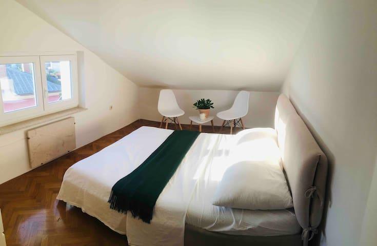 Beach + Boho Attic Double Bedroom /Free parking