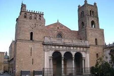 Immersi nella tradizione siciliana! - Monreale