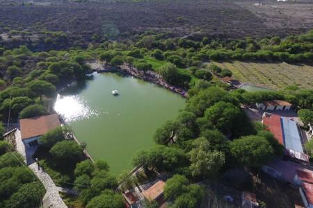 Rancho Pecan con lago privado, minigolf y ciclovía