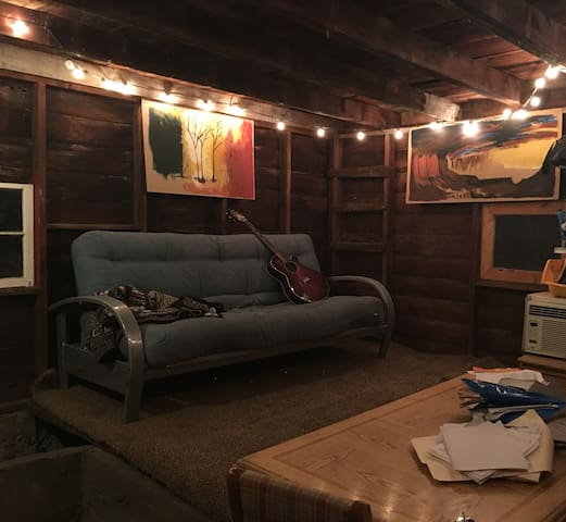 Inexpensive, basic city cabin with few amenities - Provo - Hytte