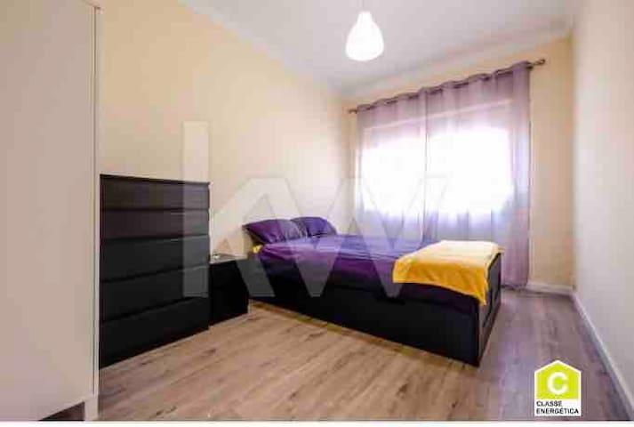 Cosy double bedroom in Queluz belas station